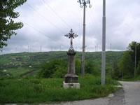 La croce nei pressi del Santuario di Santa Felicita su cui è incisa la data del 1930